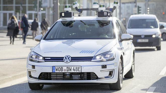 Volkswagen jezdí v Hamburku zcela automatizovaně