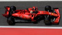 Sebastian Vettel s Ferrari SF90 během sezónních testů v Bahrajnu