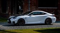 Lexus letos slaví dvě kulatá výročí. Jednak je to 30 let od založení značky, a pak také 10 let od uvedení sportovní řady F. Na oslavu těchto výročí Lexus vytvořil limitovanou edici sportovního kupé RC F pod označením Track Edition