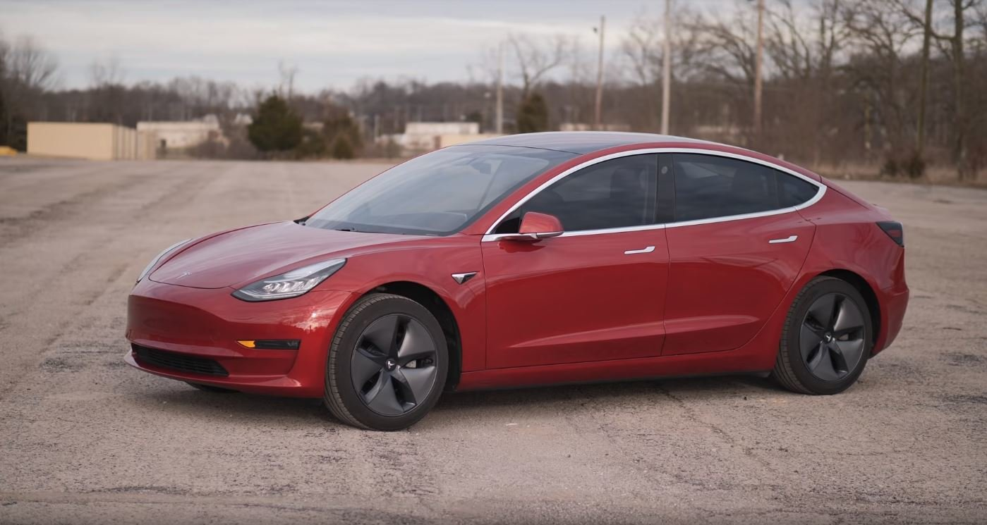 Test výdrže Tesla Model 3. Předčí Porsche Taycan? - anotační obrázek
