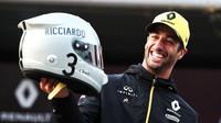 Nový desing přilby Daniela Ricciarda v Číně