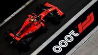 Charles Leclerc s Ferrari SF90 během tréninku v Číně