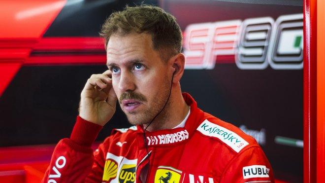 Sebastian Vettel v kvalifikaci v Číně