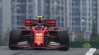 Ostuda v Baku: 1. trénink po problémech s tratí zrušen! Měřená kola stihlo jen Ferrari + VIDEO - anotační foto
