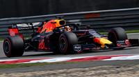 Max Verstappen v kvalifikaci v Číně