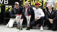 Tým Mercedes slaví vítězství v závodě v Číně