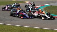 Daniil Kvjat a Kimi v závodě v Číně