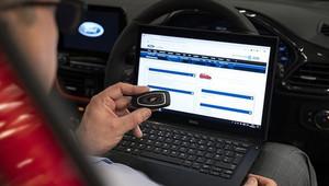 Nové klíče Ford zastaví novou fintu zlodějů. Víme, kdy budou k dispozici v Česku - anotační obrázek