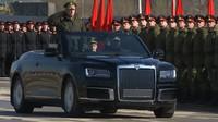 Putinova limuzína přišla o střechu, Aurus kabriolet odvážně konkuruje vozům Rolls-Royce - anotační foto