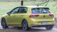 Uniklé fotografie osmé generace Volkswagenu Golf (YouTube/Dmitry Force)