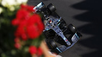 Lewis Hamilton v tréninku v Ázerbájdžánu