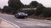 Christian Von Koenigsegg ukázal, jak probíhají crashtesty automobilů Koenigsegg (YouTube/APEX ONE)