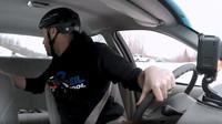 Wyatt Knox z Team O'Neil Rally School ukazuje, co nejčastěji učí na kurzech taktické mobility (YouTube/WIRED)