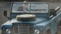 Daniel Craig usedne v nové bondovce mimo jiné i za volant Land Roveru