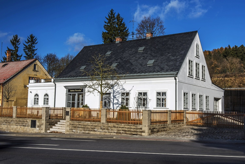 Muzejní noc v rodném domě Ferdinanda Porscheho ve Vratislavicích odstartuje v pátek 17. května již v 18 hodin.