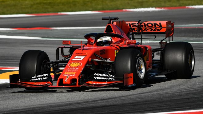Sebastian Vettel během testů pneumatik v Barceloně