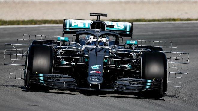 Mercedes při testování aerodynamiky