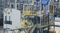Recyklační jednotka OMV ReOil vyrábí syntetickou ropu z použitých plastů