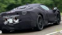 Maskovaný prototyp připravovaného hybridního Ferrari (Instagram/Lambolife)