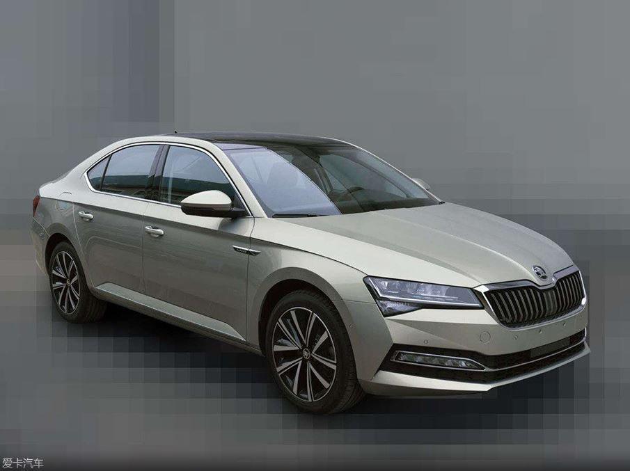 Nová Škoda Superb nafocena bez špetky maskování - anotační obrázek