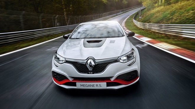 Renault Megane R.S. Trophy-R zajel nový rekordní čas na Severní smyčce (Nordschleife) Nürburgringu
