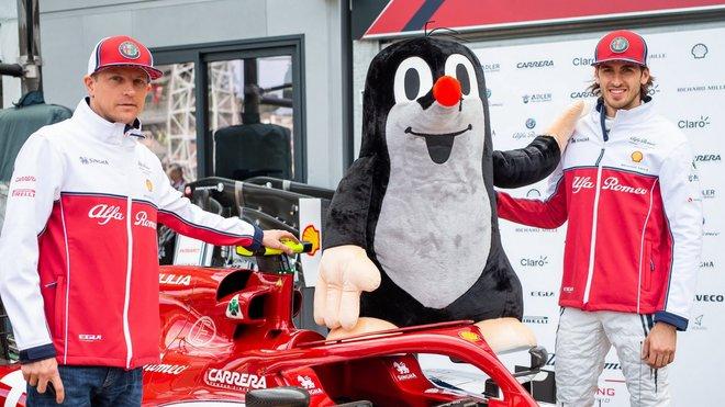 Kimi Räikkönen, krteček a Antotnio Giovinazzi v Monaku