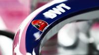 Vůz Racing Point se vzpomínkou na Nikiho Laude v tréninku v Monaku