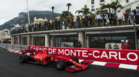 Charles Leclerc v tréninku v Monaku