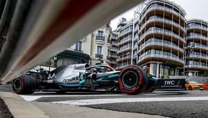 V kvalifikaci vítězí Hamilton před Bottasem, Leclerc vypadl již v Q1! - anotační obrázek