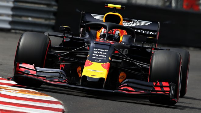Pierre Gasly s Red Bullem RB15 v Monaku
