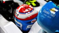 Vůz Williams se vzpomínkou na Nikiho Laude v tréninku v Monaku