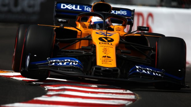Carlos Sainz s McLarenem MCL34 v Monaku