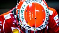 Přilba Sebastiana Vettela před závodem v Monaku