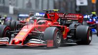 Charles Leclerc v závodě v Monaku