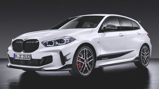 V okamžiku, kdy nové BMW řady 1 vstoupí na trh, bude pro něj k dispozici i rozsáhlá nabídka exkluzivních dílů M Performance Parts, zaměřená na optické zvýraznění sportovního charakteru, stejně jako dynamického potenciálu