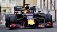 Max Verstappen v závodě v Monaku
