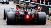 """""""Honda ve výkonu zaostává,"""" uznává Helmut Marko. Kdy dostane Red Bull nový motor? - anotační foto"""