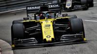 Daniel Ricciardo s Renaultem RS19 v GP Monaka