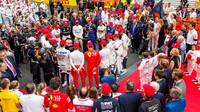 Jezdci ustili památku Nikiho Laudy před závodem v Monaku