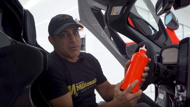 McLaren Senna nabízí jako příplatkovou výbavu i lahev za 162 000 Kč