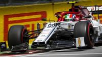 S Räikkönenem Giovinazzi prohrává na celé čáře. Co na to šéf Alfy Romeo? - anotační obrázek