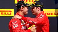 Sebastian Vettel a Charles Leclerc na pódiu po závodě v Kanadě