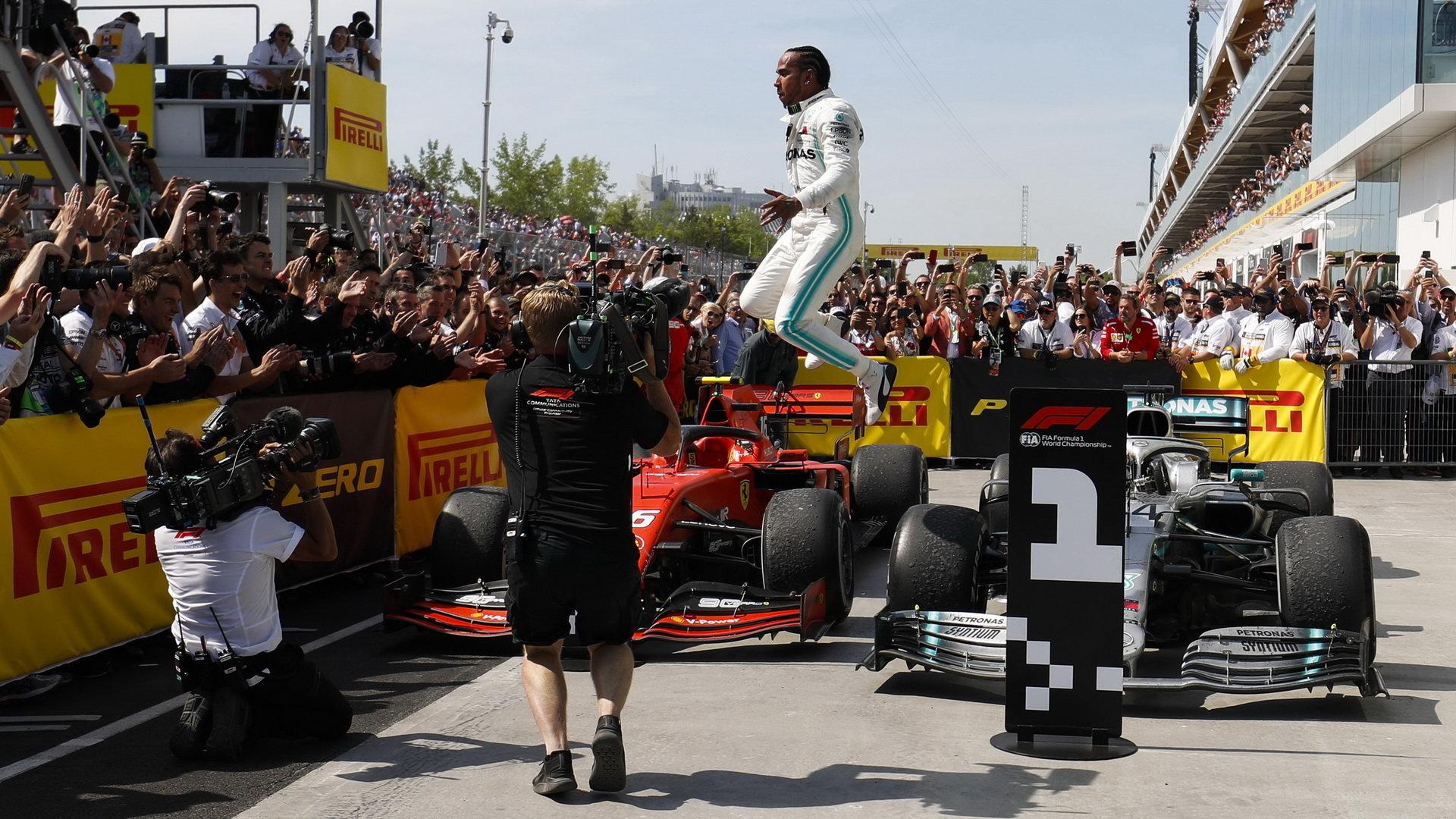 Lewis Hamilton po dojezdu do cíle