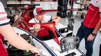 Kimi Räikkönen před tréninkem ve Francii