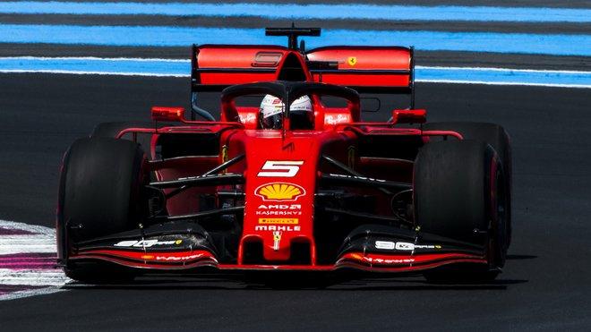 Sebastian Vettel ve Francii, kde bylo Ferrari zklamáno z fungování novinek