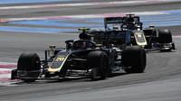 Kevin Magnussen a Romain Grosjean v tréninku ve Francii
