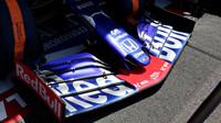 Přední křídlo vozu Toro Rosso v tréninku ve Francii
