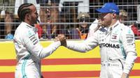 Lewis Hamilton a Valtteri Bottas po úspěšné kvalifikaci ve Francii