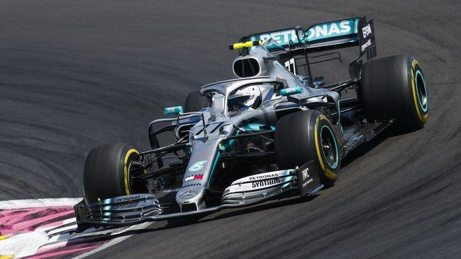 Valtteri Bottas odpoledne o 69 tisícin sekundy před Hamiltonem