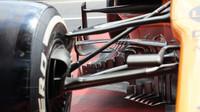 Zavěšení a přední část podlahy McLarenu